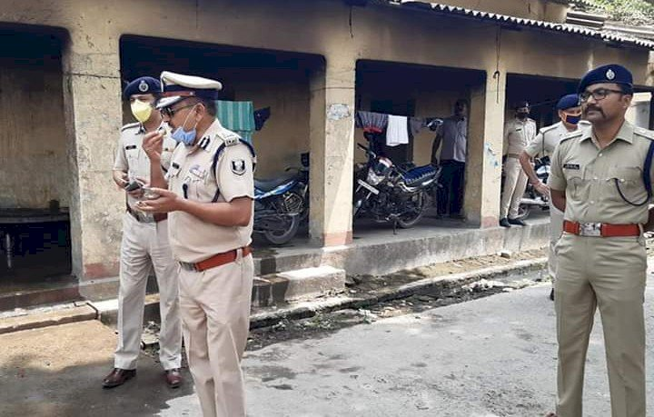 हेल्लो कौन के बाद डायरेक्ट पटना पुलिस लाइन पहुँचे बिहार DGP- गुप्तेश्वर पांडेय , साथ मे पटना IG भी थे मौजूद।