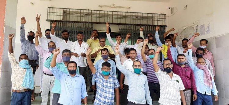 विभिन्न मांगों के समर्थन में अरवल किसान सलाहकार संघ ने दिया धरना।