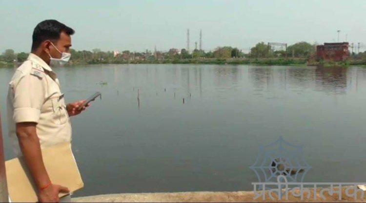नदी के पानी मे तैरता मिला अज्ञात युवक का शव,पुलिस कर रही जांच
