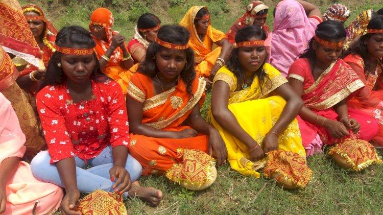 माँ जगदंबा की प्राण प्रतिष्ठा हेतु निकली कलश यात्रा में सभी जाति की 301 महिला हुई शामिल।