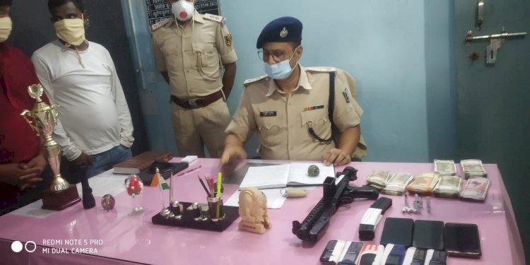 बिहार पुलिस को मिली बड़ी कामयाबी हथियार के साथ पांच तस्करों  गिरफ्तार।
